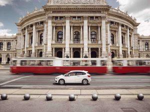DriveNow, das Carsharing-Joint Venture der BMW Group und der Sixt SE, bietet in München, Berlin, Düsseldorf, Köln, Hamburg, Wien und London sowie in San Francisco hochwertige Premiumfahrzeuge der Marken BMW und MINI zur Miete nach dem Free-Floating Prinzip an.